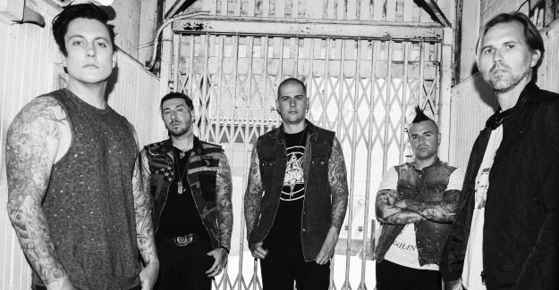 avenged sevenfold to tour north america in early 2018 with support from breaking benjamin and. Black Bedroom Furniture Sets. Home Design Ideas